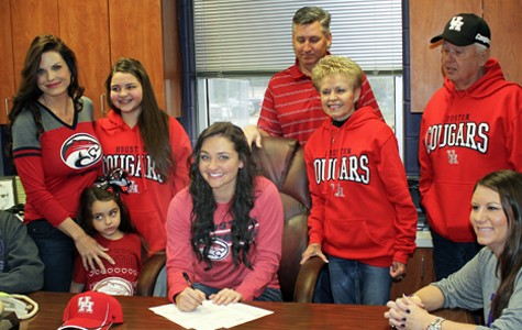 Rachel Hill signs with U of H
